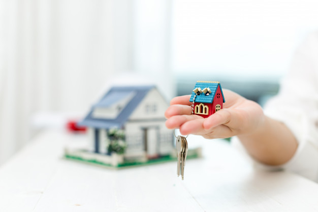 real estate agent with house model keys 1150 17813